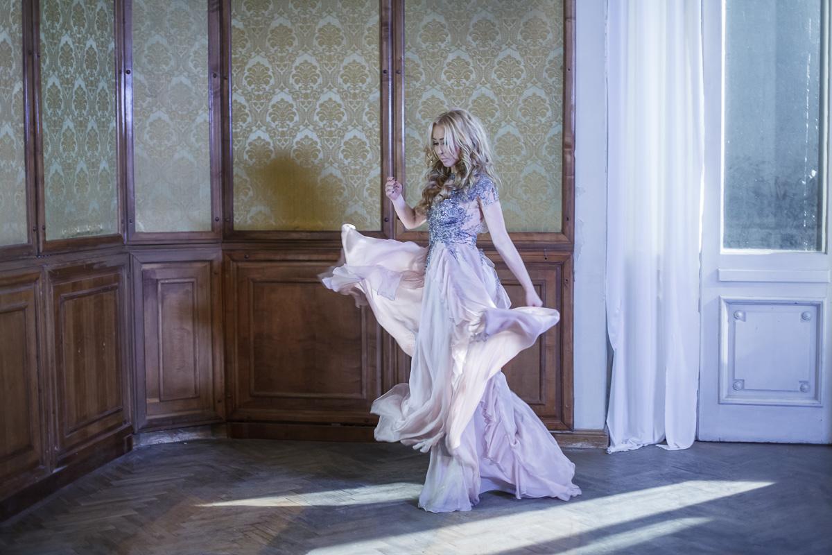 "Xonia lanseaza videoclipul piesei ""Vino inapoi"""