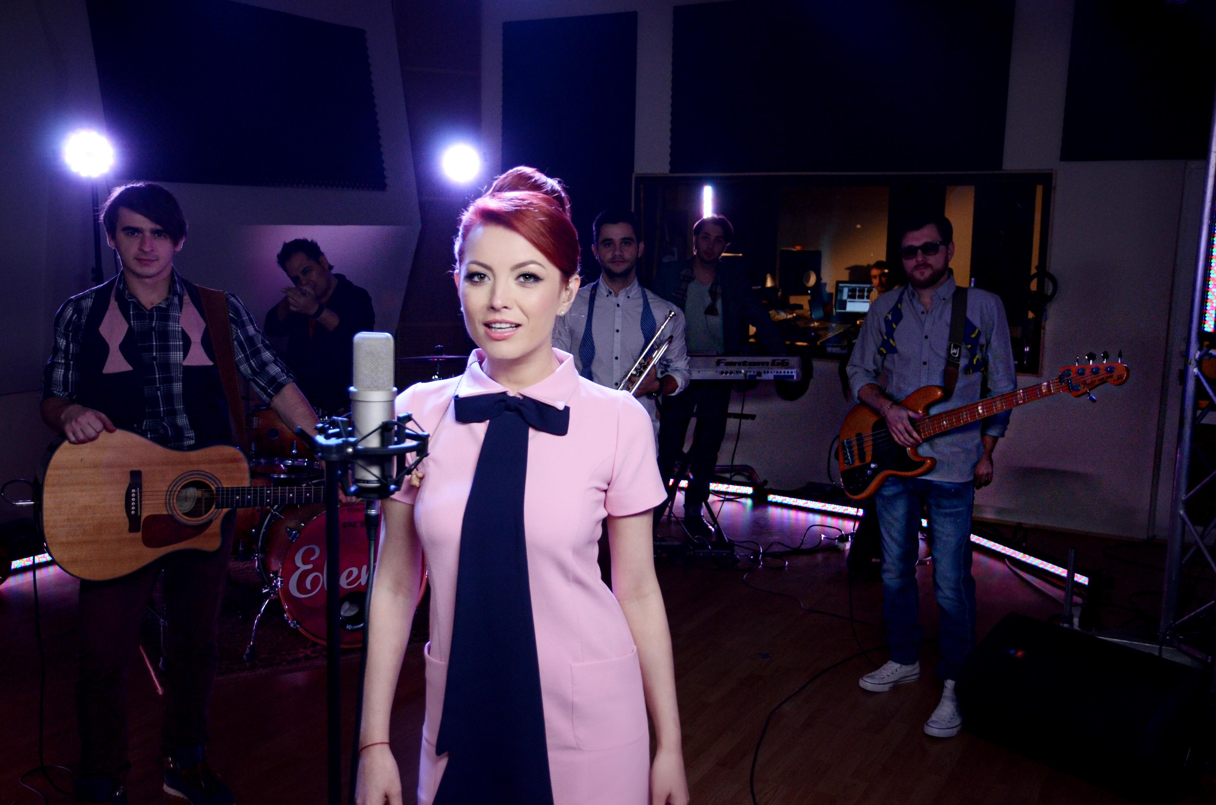 "Elena Gheorghe lanseaza ""Love Moments"", prima sa colectie de live sessions"