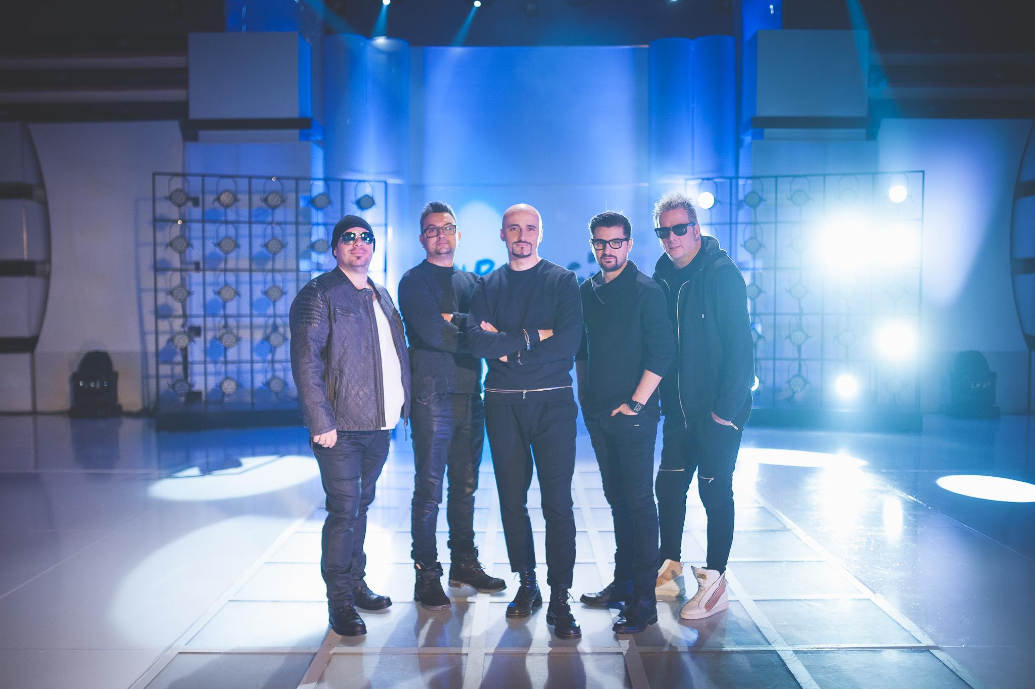 "Voltaj lanseaza varianta in limba engleza a single-ului ""De la capat"""