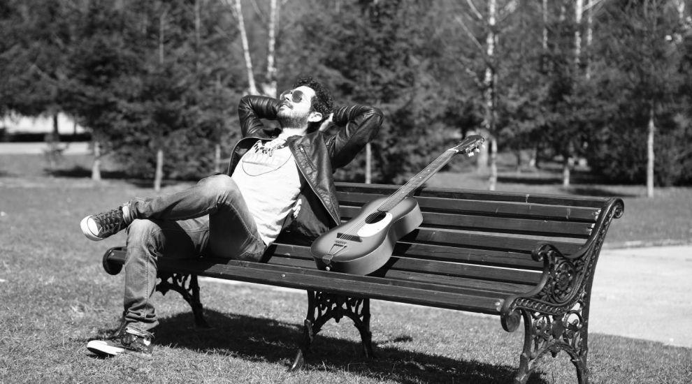 """Marius Moga lanseaza al 2-lea single din cariera – """"Suntem Pasari Calatoare"""" feat. Achi"""