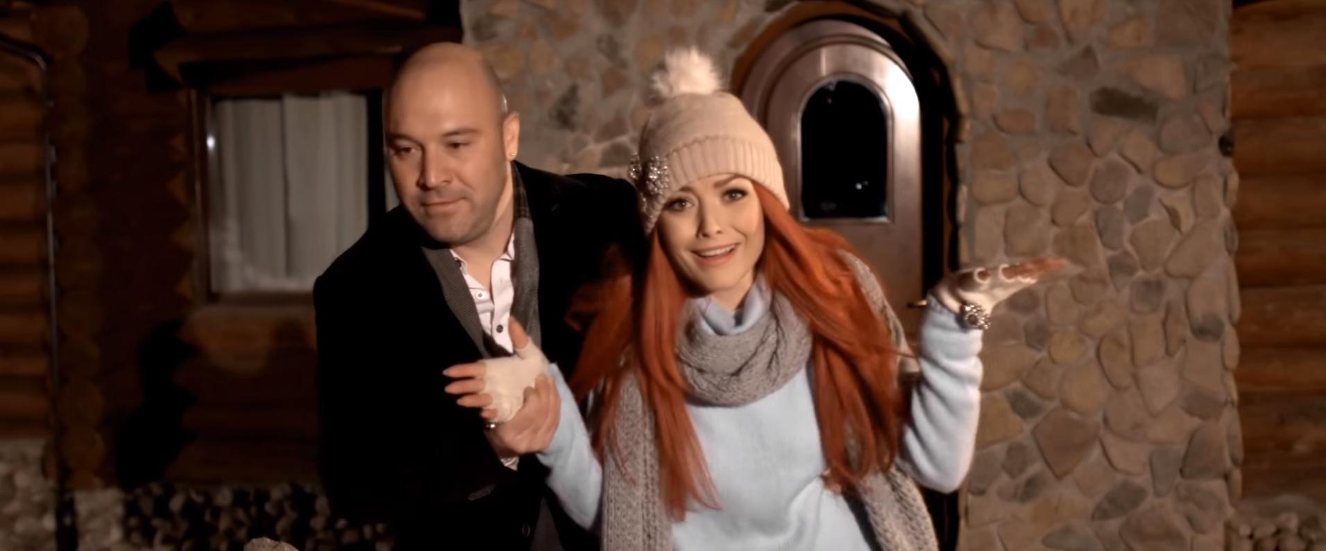 """Bere Gratis si Elena Gheorghe lanseaza videoclipul piesei """"Iarna ne-a surprins indragostiti"""""""