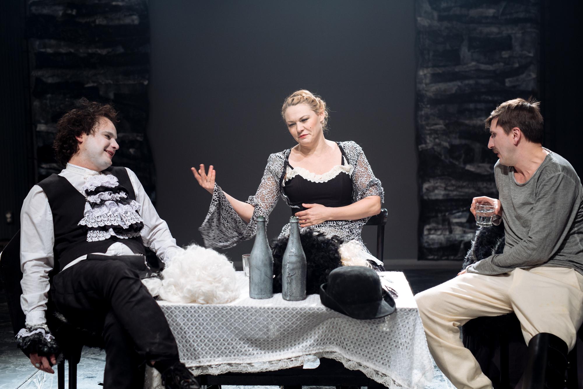 """""""Jacques si stapanul sau"""" pe scena Teatrului Odeon"""