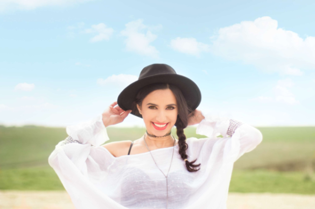 """Stela Botan lanseaza single-ul si videoclipul """"Cerul e limita"""
