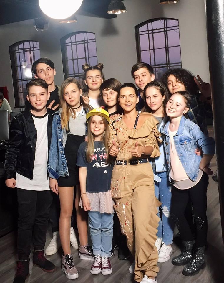 """INNA lanseaza """"Kids in Town"""" impreuna cu The Kidz, cei noua copii din echipa artistei de la Vocea Romaniei Junior"""