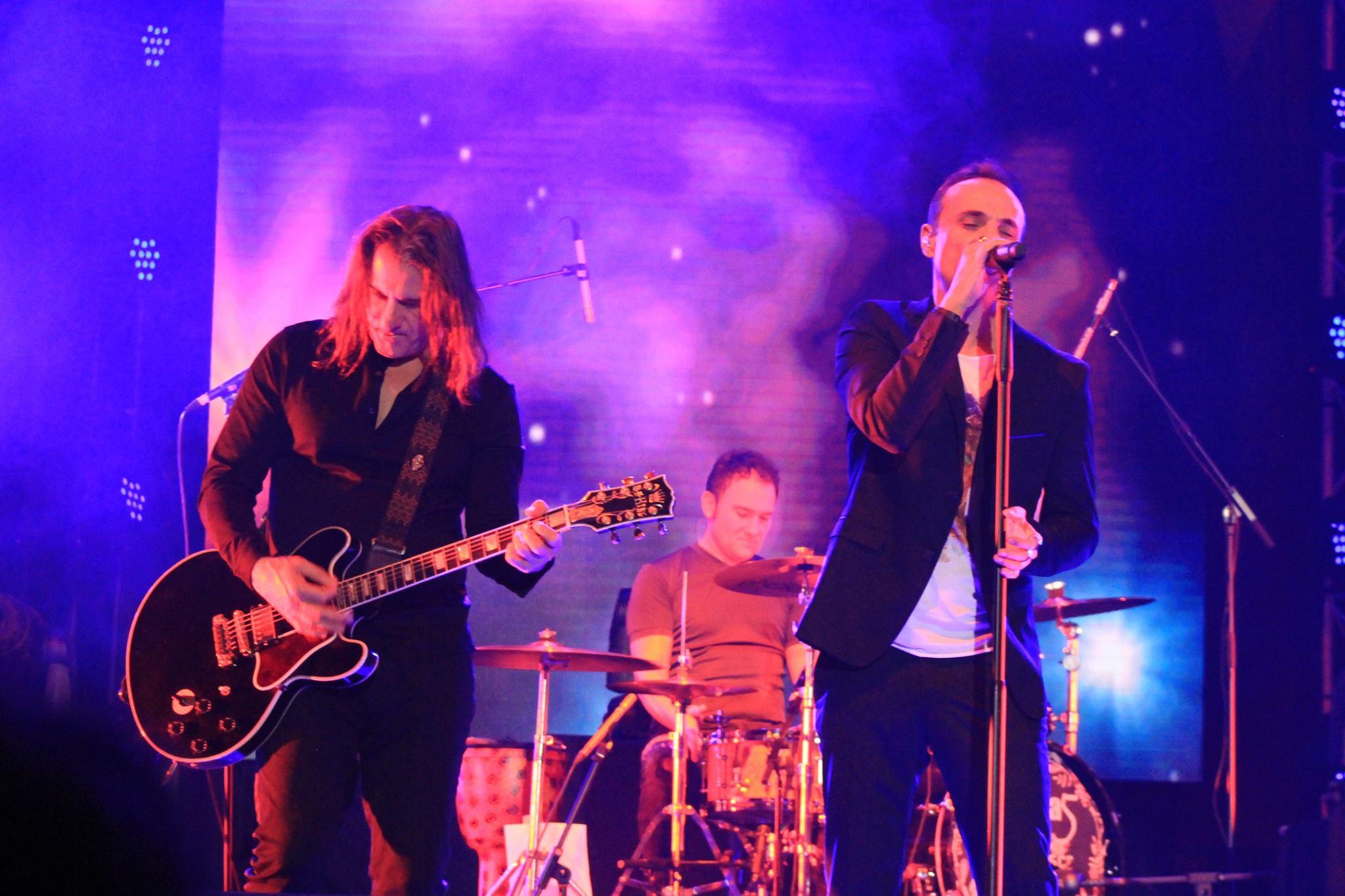 """Mii de oameni au cantat alaturi de Directia 5 in cadrul concertului """"Live in Bucuresti"""""""