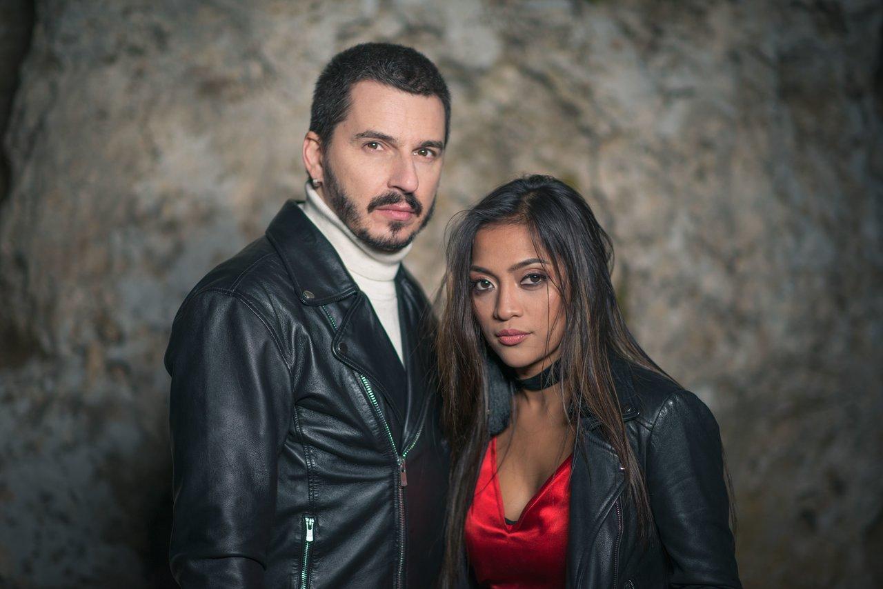 """Jukebox si Bella Santiago lanseaza piesa si videoclipul """"Auzi cum bate"""""""