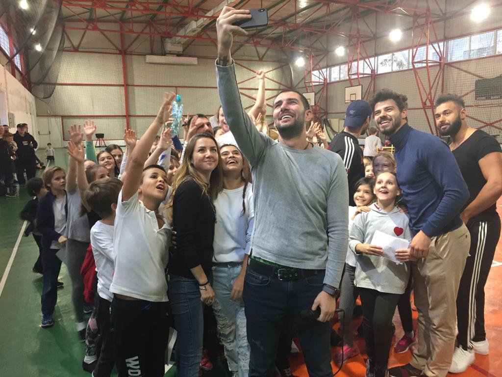 """Copiii unei scoli din Bucuresti au fost adevarati Faimosi si Razboinici, astazi, la """"Ora de Exatlon""""!"""