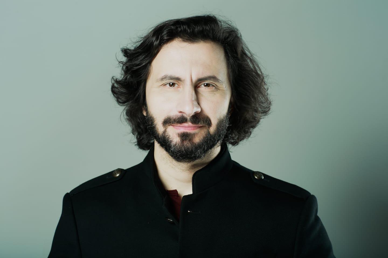 """EXCLUSIV! De vorba cu….Adrian Nour: """"We Will Rock You este o super-productie care va demonstra, inca o data, ca """"se poate"""" si in Romania."""""""
