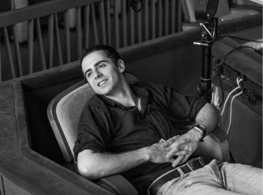 """EXCLUSIV   INTERVIU LUCIAN IONESCU : """"Ca actor, ma defineste bucuria de a ma juca si de a pune un zambet in inimile spectatorilor."""""""