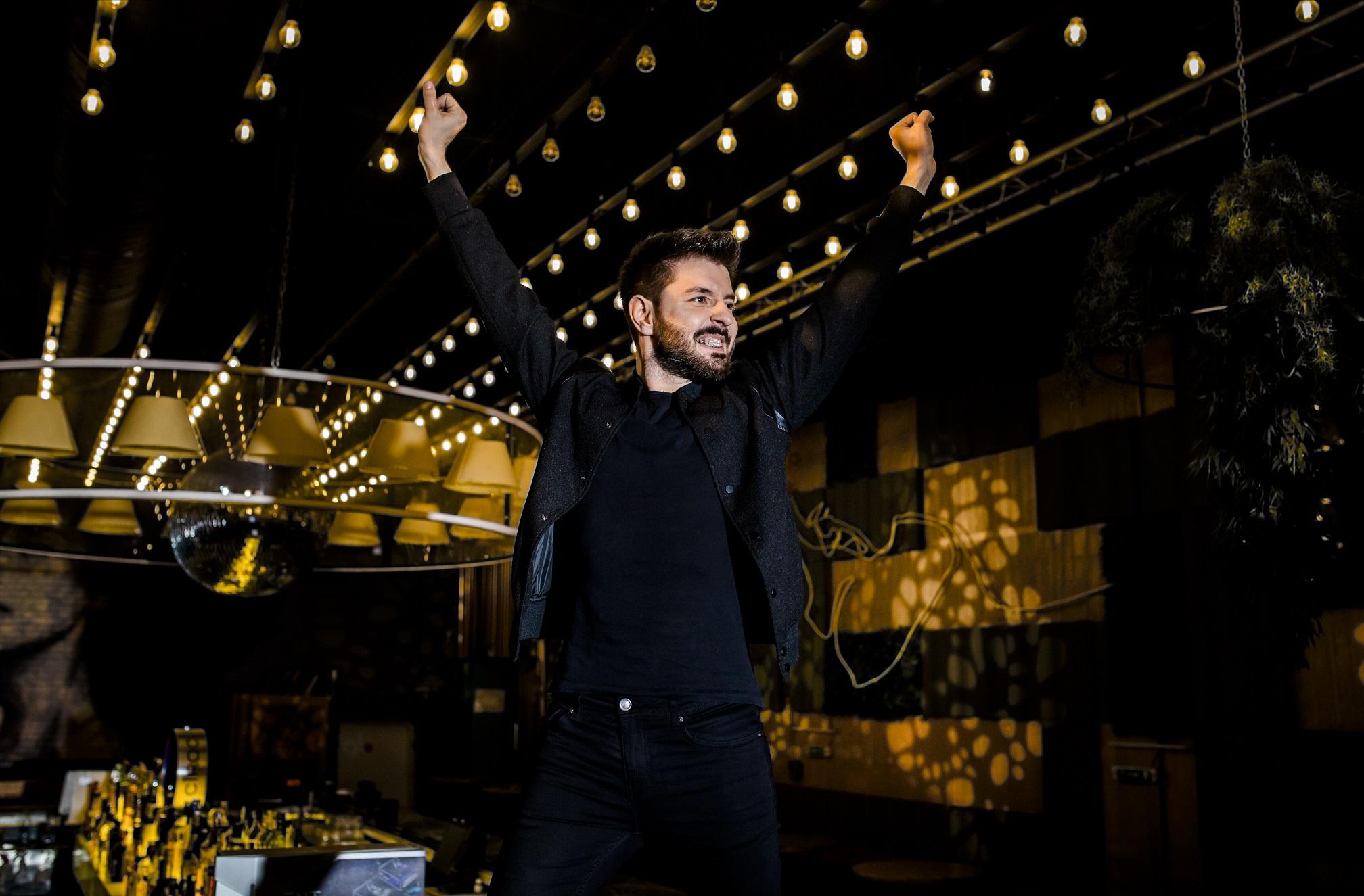"""Bogdan Ioan a pregatit un moment special alaturi de 19 concurenti de la """"Vocea Romaniei"""", in spectacolul Michael Jackson Tribute Show"""