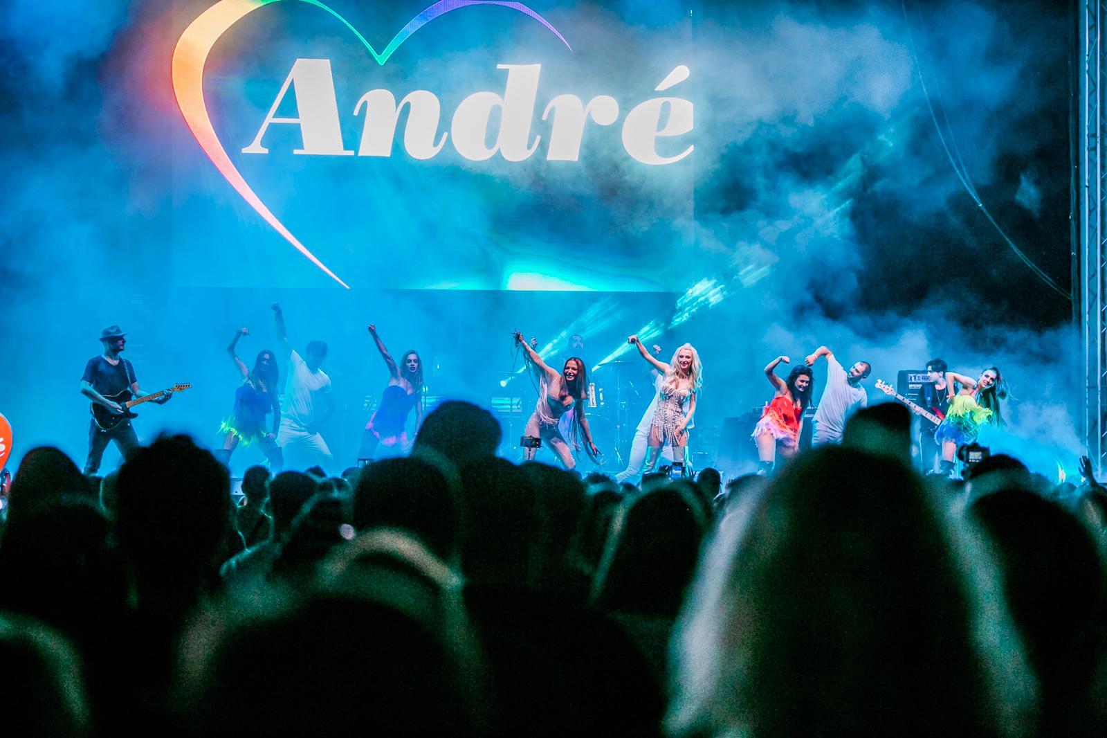 Fenomenul André, premiat in cadrul unuia dintre cele mai asteptate concerte ale verii