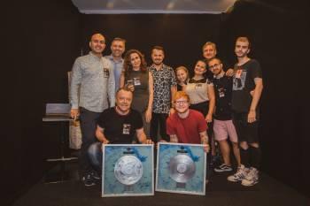 Ed Sheeran a primit discul de platina inaintea concertului de la Bucuresti.