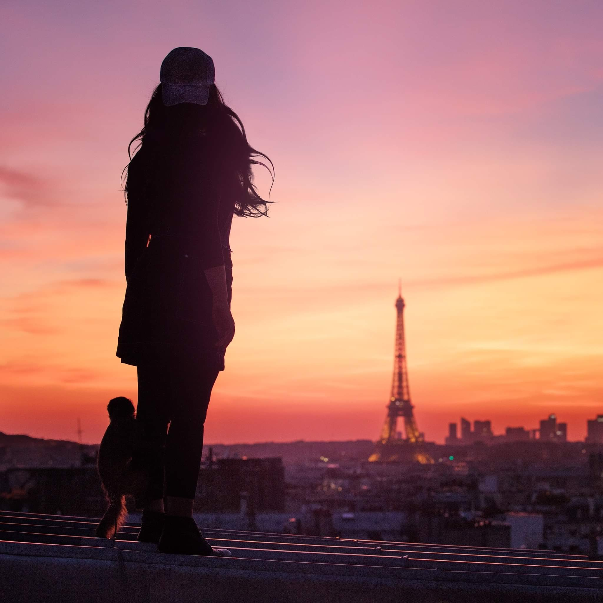 "Indila lanseaza single-ul ""Parle à ta tête"""