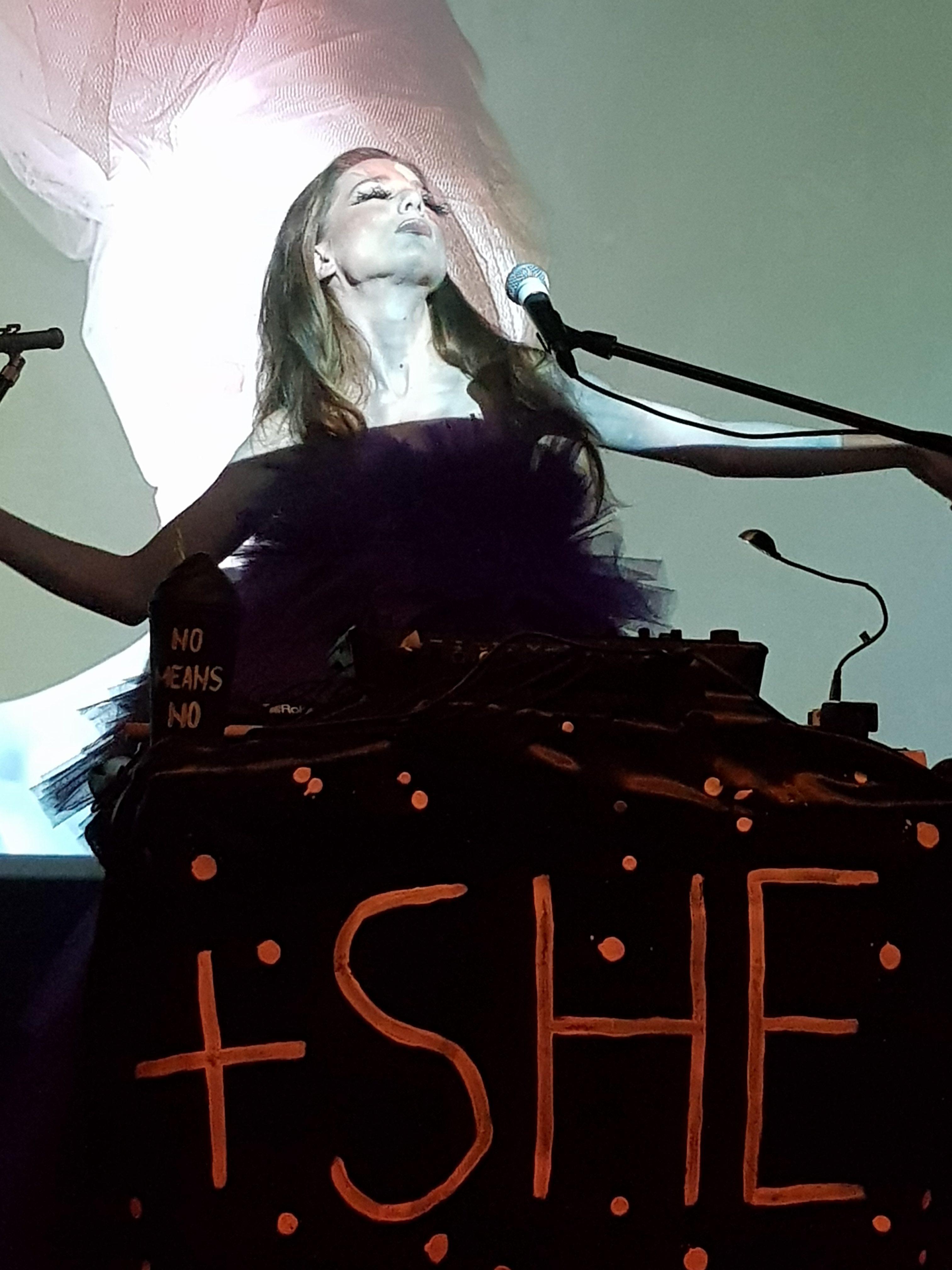 """Corina Sucarov si-a lansat in aceasta seara, la Control Club din Bucuresti, eclecticul proiect muzical, """"+SHE+"""""""