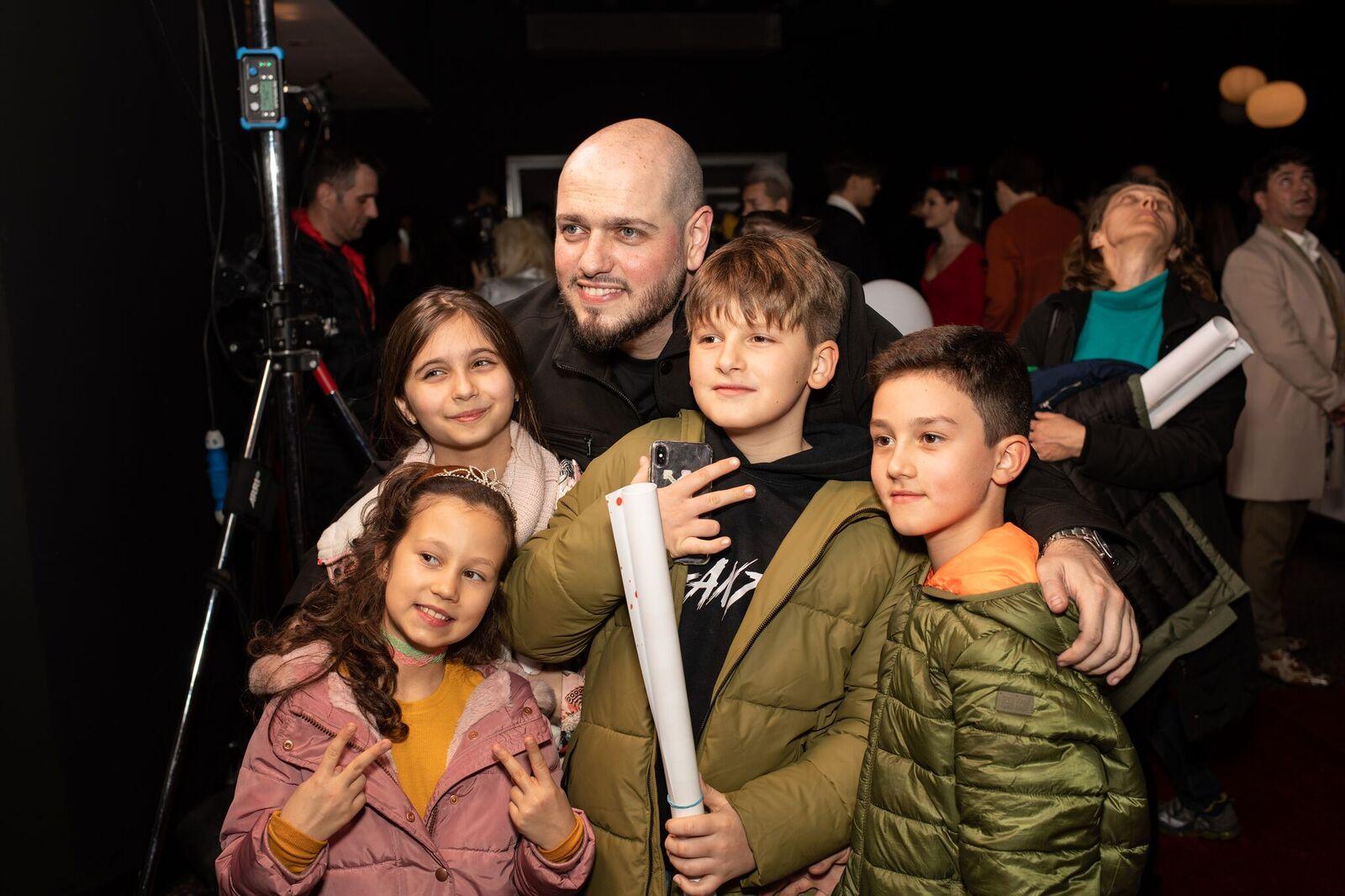 """In prag de sarbatori, premiera filmului """"5GANG: Un altfel de Craciun"""" a adus zambete pe fetele a sute de copii, la Grand Cinema Baneasa"""