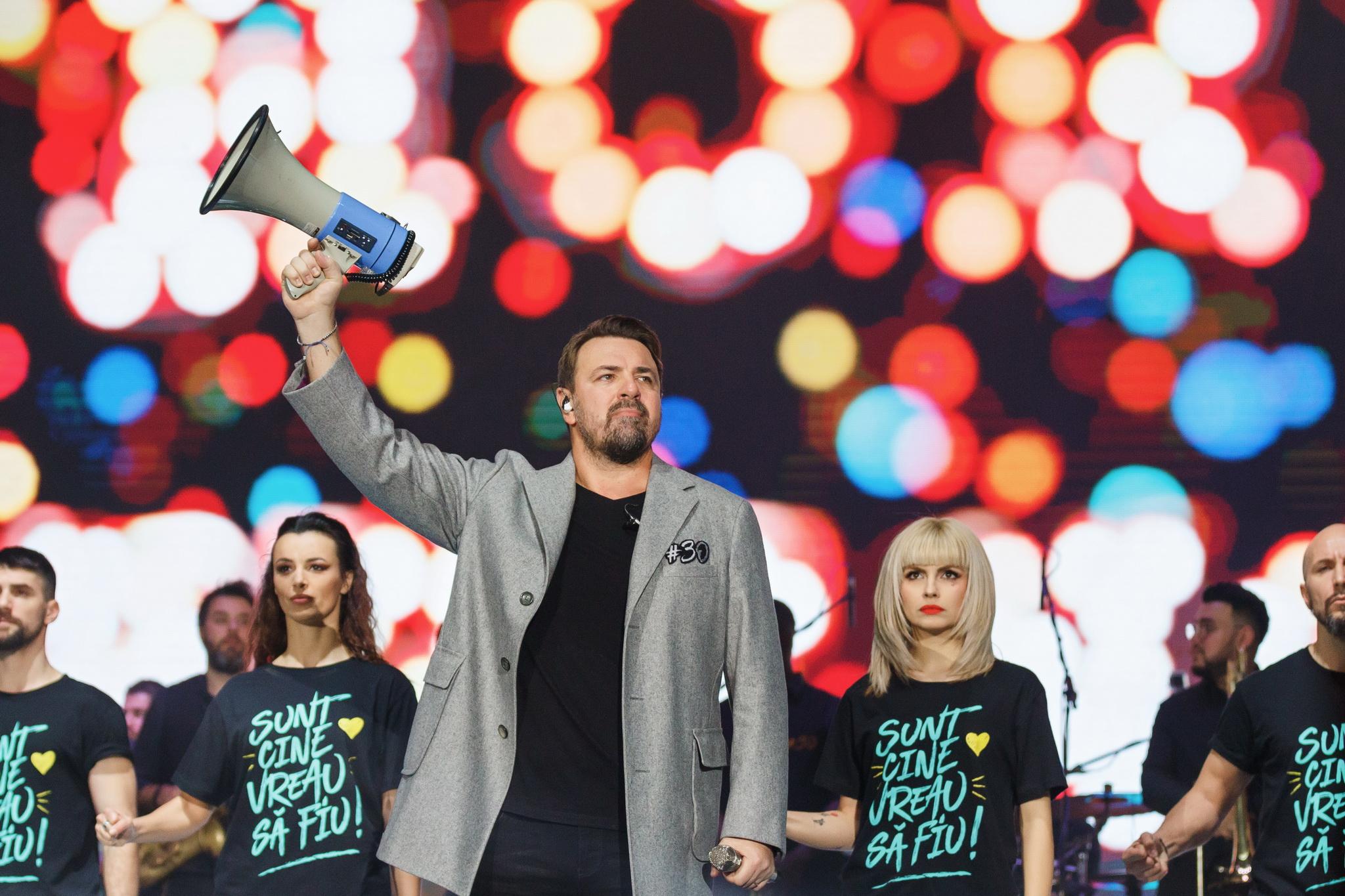 """8000 de oameni au cantat impreuna cu Horia Brenciu """"Sunt cine vreau sa fiu"""" pe 18 si 19 decembrie, la Sala Palatului"""