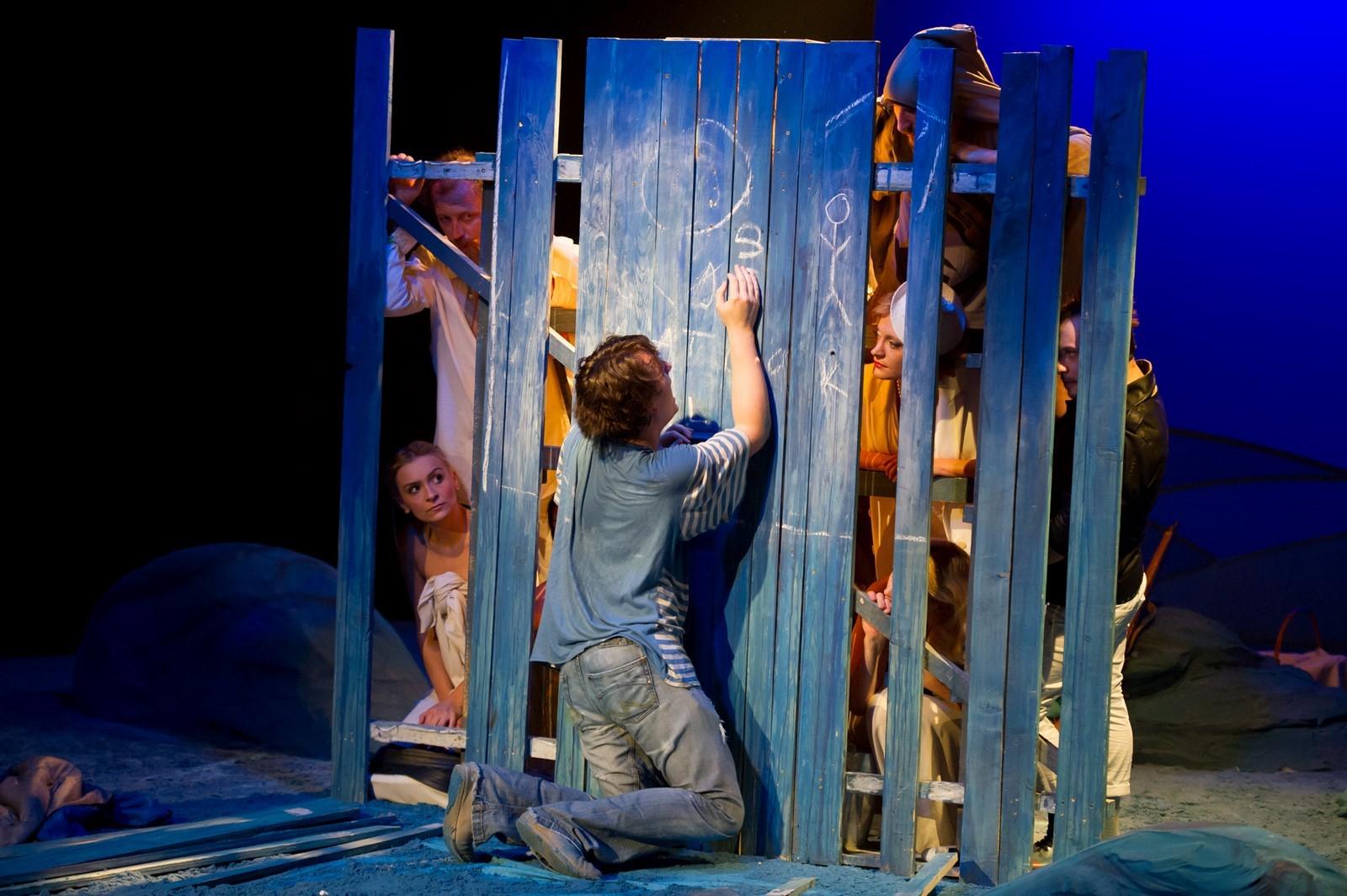 """De Ziua Mondială a Teatrului, TMF Brăila oferă publicului reîntâlnirea online cu mult iubitul spectacol """"Platonov"""""""