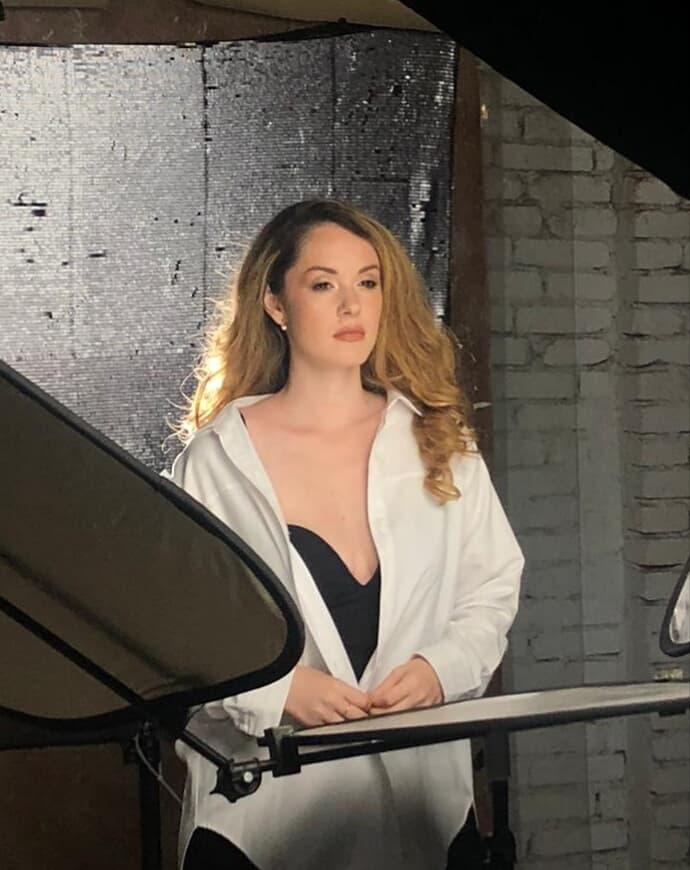 """Alexa Niculae lansează videoclipul piesei """"Acum x niciodată"""""""